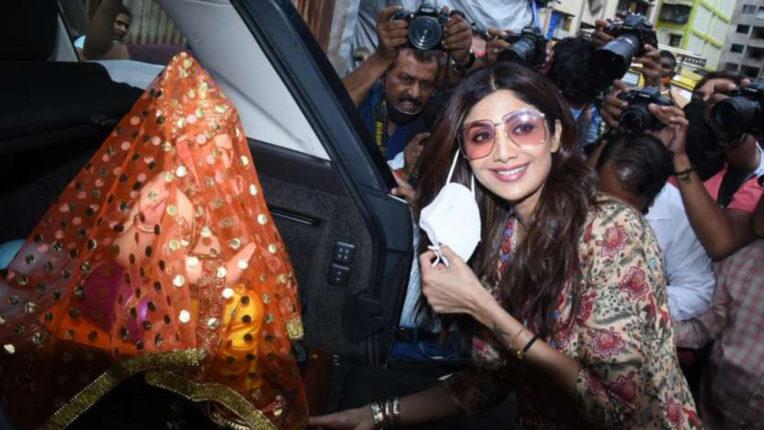 shilpa shetty brought ganesh idol
