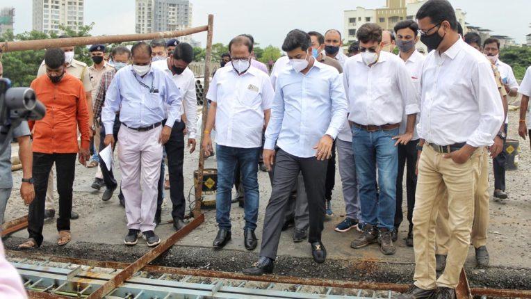 खारेगाव फाटक येथील रेल्वे ब्रीज आणि पाचवी आणि सहावी मार्गिकाचे काम लवकर पूर्ण खासदार श्रीकांत शिंदे याचे प्रशासनाला आदेश