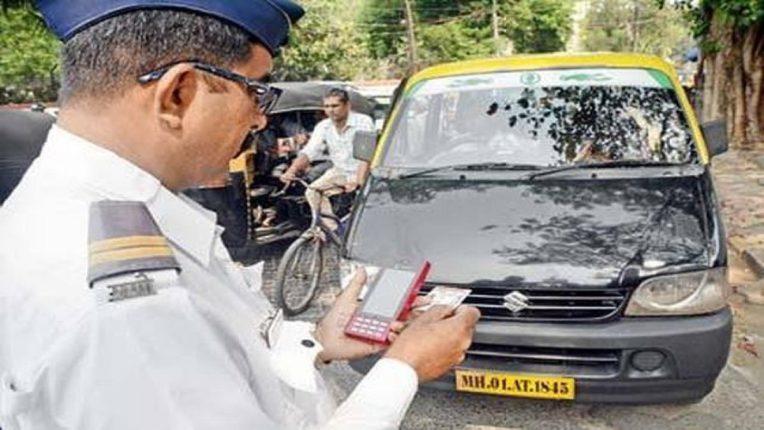 ड्रायव्हिंग लायसन्स Rules Changes; आता मोबाइलमध्ये असतील ही कागदपत्रे तर पोलिसही तुमचं काहीही वाकडं करू शकणार नाहीत; वाचा सविस्तर