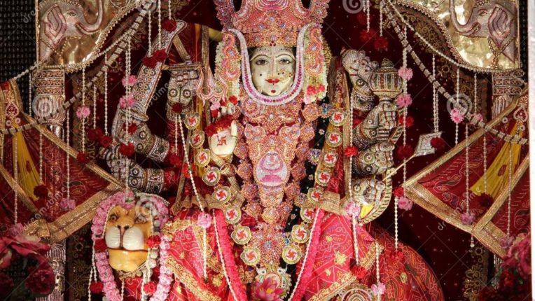 देवी उत्सवात कोट्यवधींची आरास; 4,44,44,444 चलनी नोटांनी सजले मंदिर