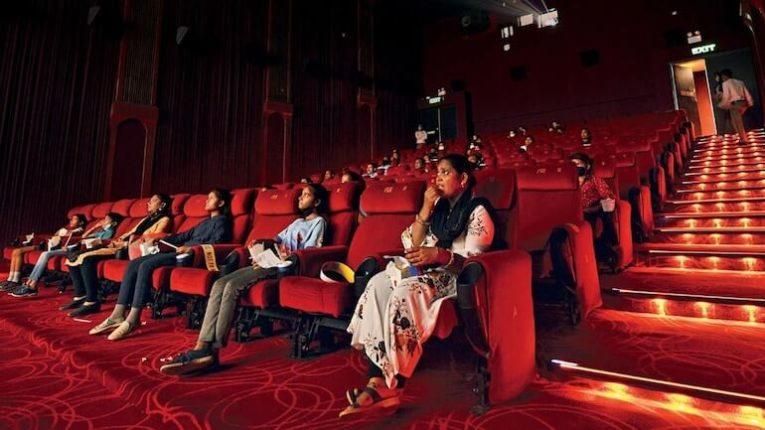कोरोनाकाळातील सिनेमागृहांची अवस्था आणि मोठ्या प्रमाणात झालेलं आर्थिक नुकसान