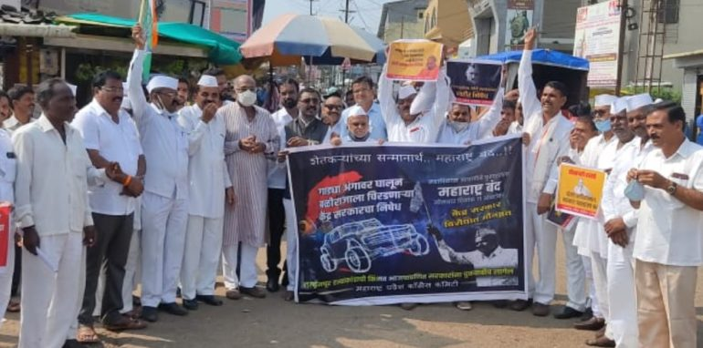 इगतपुरीत कडकडीत बंद : महािवकासचा माेर्चा; रास्ताराेकाे