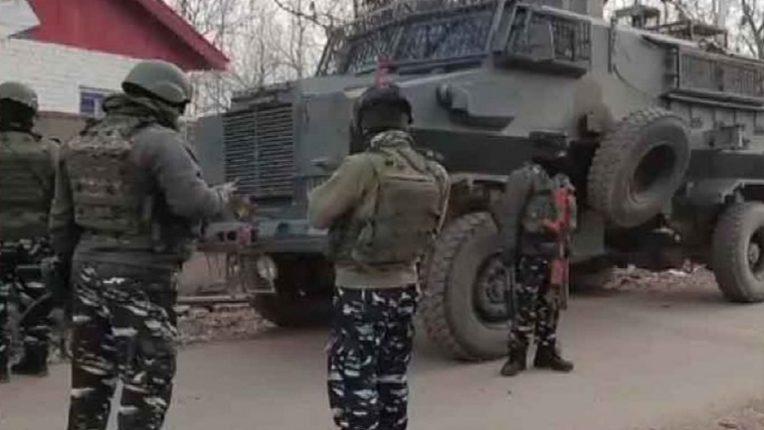 काश्मीर खोऱ्यात पुन्हा दहशतीचे वातावरण, खोरे सोडून ५० परिवार जम्मूत पोहचले, सरकारी कर्मचारी कार्यालयात जाईनात
