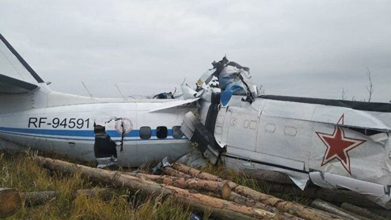 Russia crash: plane crashes shortly after takeoff; Death of 16 passengers
