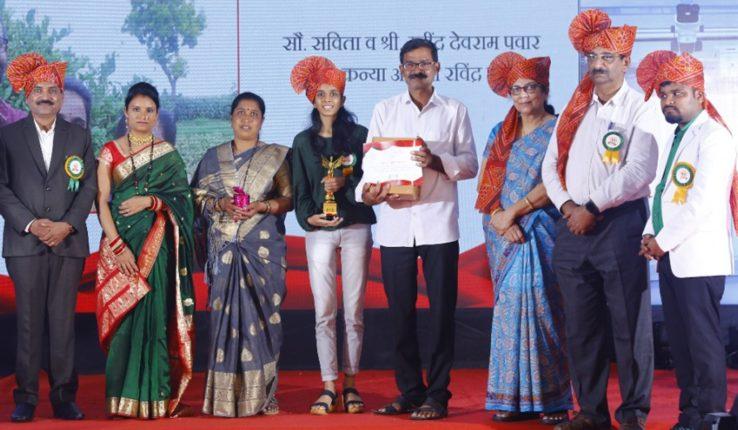 बेटी बचावसाठी अनाेखाउपक्रम : रवींद्र व सविता पवार यांना 'एकच मुलगी वंशाचा दिवा' पुरस्कार