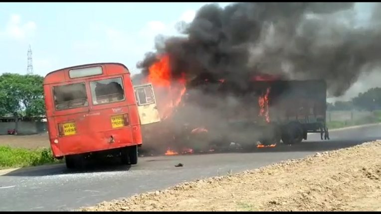 Thrill on National Highway in Akola! ST bus and truck hit hard; Fierce fire after accident