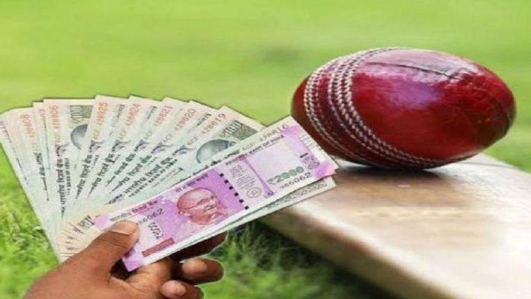 आयपीएलच्या मुंबई इंडियन विरुद्ध दिल्ली मॅचवर सट्टा; तिघांना अटक