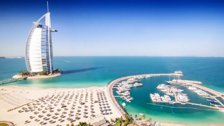Huge offer of hotels in Dubai! Eat until you get a job and then ... what a great scheme