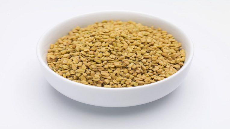 Methi Seeds चा असा करा वापर लांब आणि मजबूत होतील केस