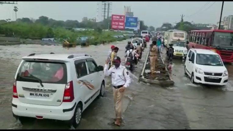 MIDC's pipeline ruptured on Kalyan Sheel Road, destroying millions of liters of water
