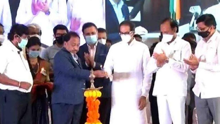 केंद्रीय मंत्री नारायण राणे आणि मुख्यमंत्री कोनशिलाच्या अनावरणावेळी समोरासमोर; ना एकमेकांकडे पाहिलं, ना नमस्कार केला